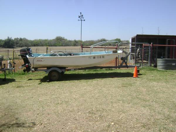 15 and 13 Boston Whaler Boats - $4600 (Floresville Texas)