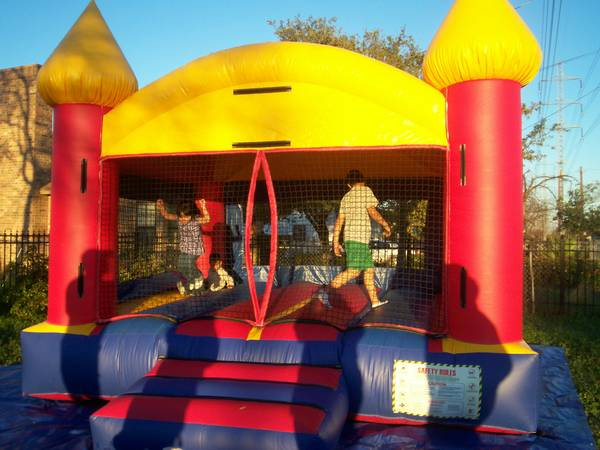 Moonbounce Rental - $125 (San Antonio)