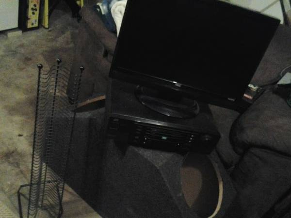 emerson 22 hdmi lcd tvmonitor jvc 3 disc dvd changer and cd holder - $200 (potranco)