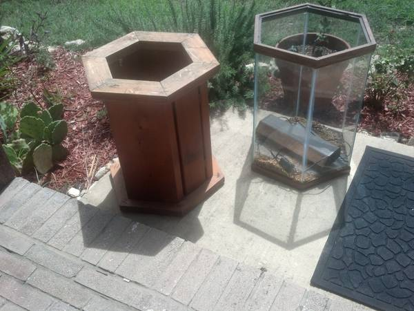 free 30 gal fish tank aquarium and stand (1604Military West Creek by Seaworld)