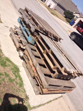 Free Pallets (Lookout Canyon)