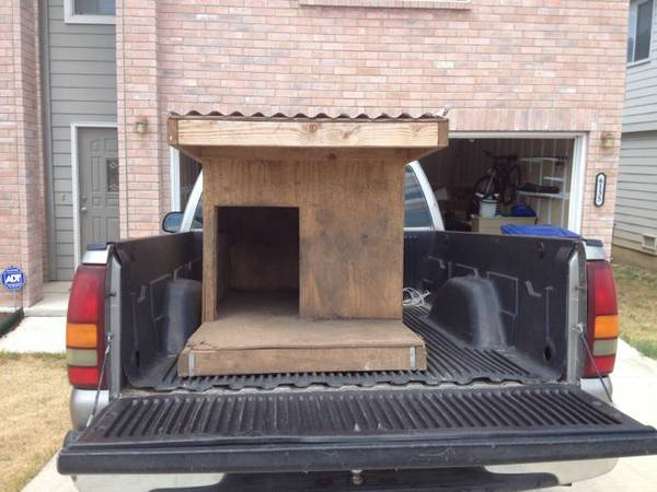 Free XL Dog House NoLonger Available (I10 Hausman)