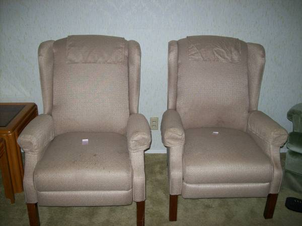 LAZY BOY RECLINERS - $125 (Seguin,Texas)