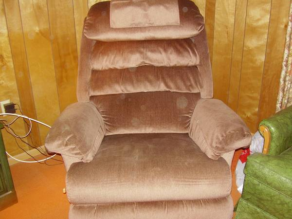 Lazy Boy Recliner - Like New - $145 (North Austin)
