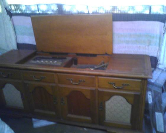 Vintage 1960s record player console - $70 (san antonio tx)