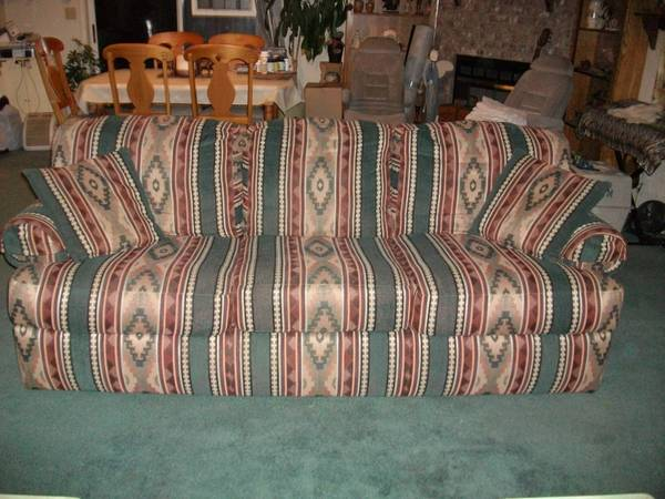 Lazy Boy Couch Very Nice Reduced - $100 (Castroville)