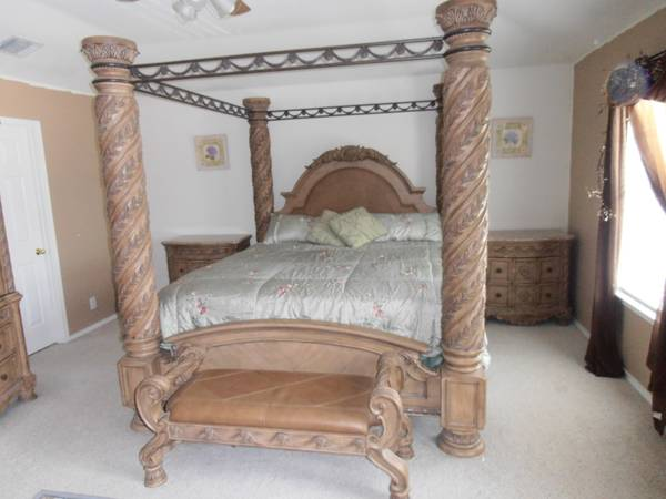 6-Piece Bedroom Suite -- Asking - $3000 (Cibolo)