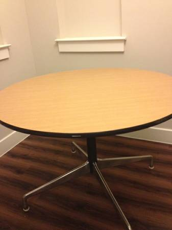 HERMAN MILLER 42 ET 109 Dining table Post 1960 - $200 (San Antonio)