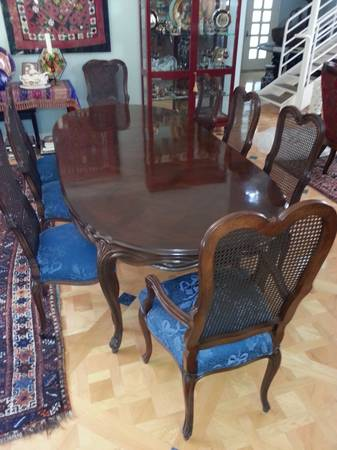 Very Beautiful Inlaid Walnut Karges Dining Room Set - $1 (Dallas)