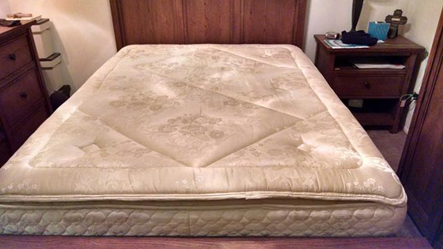 350  Stearns and Foster Queen Size Mattress - Very Good Condition
