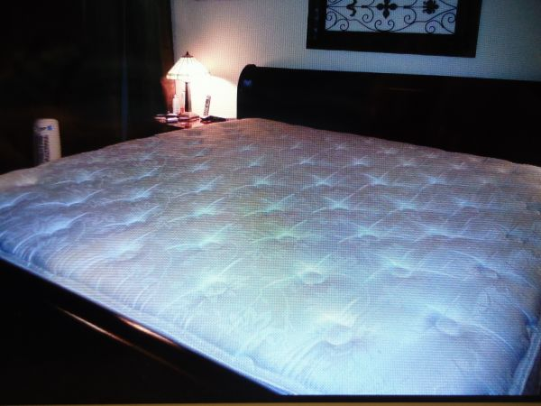 KING SIZE MATTRESS SIMMONS DEEP SLEEP (North East San Antonio)