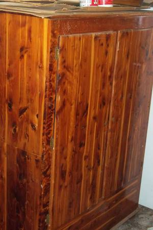 Antique Cedar Wood Wardrobe Vintage Closet Amoire - $150 (Thomas Jefferson Street)