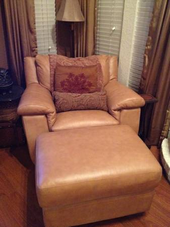 Star Furniture- SofaCouch - $900 (San Marcos, Tx)