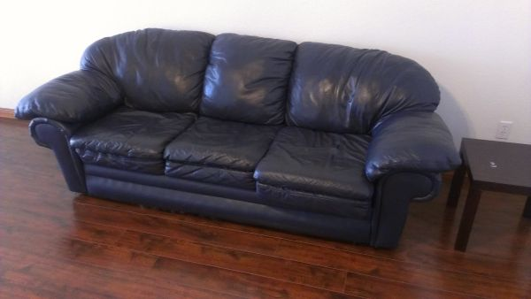 Leather Sofas super nice - $80 (new braunfels)