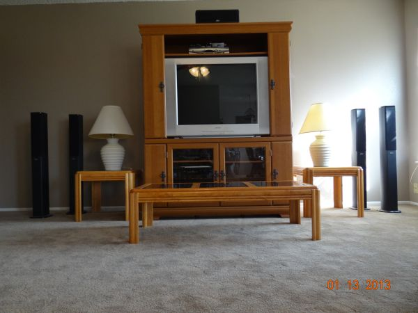 ENTIRE Living RoomEntertainment CenterTVSurround Sound Set - $750 (San Antonio)