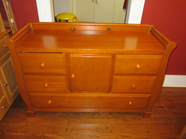 dresser changing table combo for sale. Black Bedroom Furniture Sets. Home Design Ideas