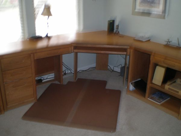 Oak Express corner computer desk - $125 (Universal City)