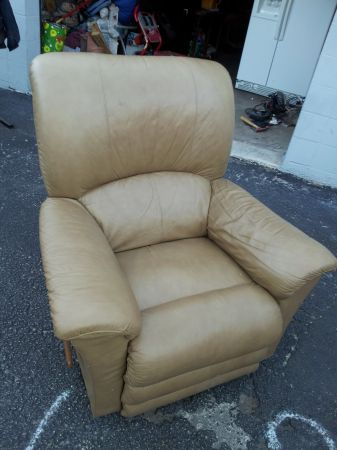 LAZY BOY RECLINER - $400 (NE)