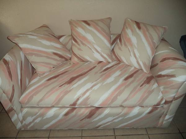 Small COMFORTABLE White LOVESEAT - $130 (410Nacogdoches)