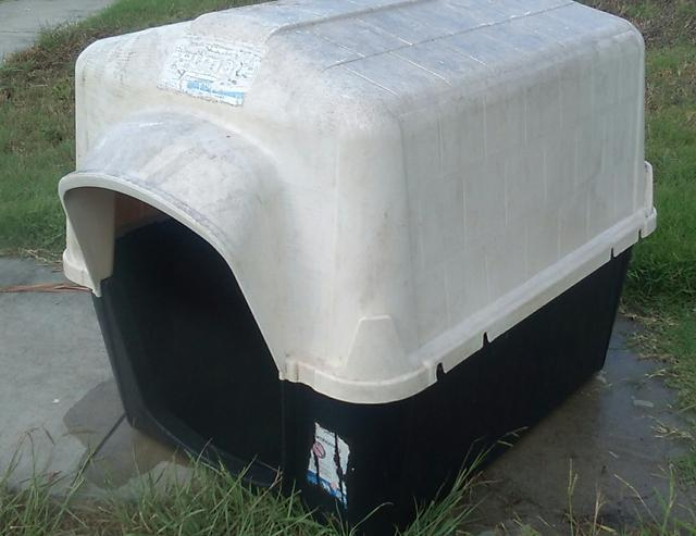 25  Petmate Large plastic dog house