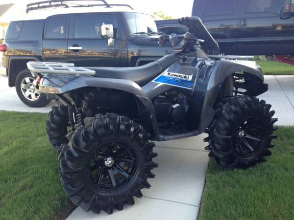 2012 KAWASAKI BRUTE FORCE 750 LIFTED WHEELS AND TIRES 32HOURS - $9300 (NEW BRAUNFELS)