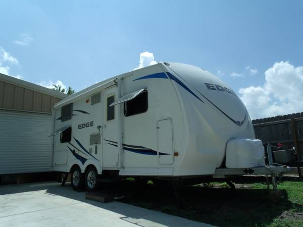 Refurbished 2010 EDGE TRAVEL TRAILER IN EXCELLENT CONDITION - $9750 (NEW BRAUNFELS)