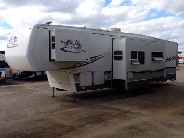 2005 Winners Circle toy hauler with 2 slides 5th wheel  - $15900 (Sw  Houston )