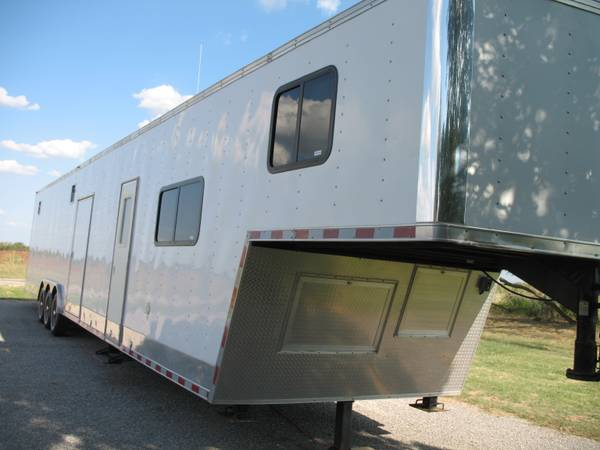 48 Enclosed Gooseneck Car Hauler  Trailer w Living Quarters - $33500 (Olney, Tx)