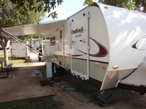 KEYSTONE OUTBACK KARGOROO TOY HAULER 12 TON TOWABLE ULTRALITE - $18500 (NE SAN ANTONIO)