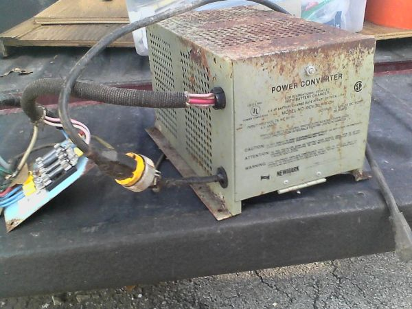 RV POWER CONVERTER - $60 (281AND 46 BULVERDE)