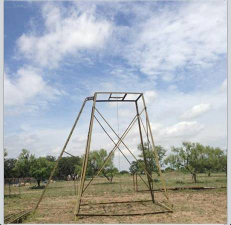 15 Deer Blinds with Ladders 20 available - $650 (Melvin, Texas)