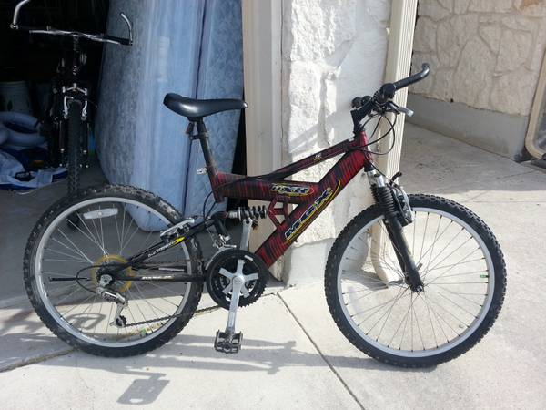24inch DXR-MGX-21 speed Mongoose Mt Bike - $50 (New Braunfels)
