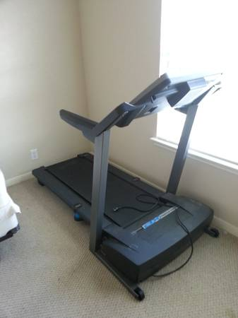 Pro-Form XP 550s Treadmill  Weight Bench for sale  BONUS gear - $350 (New Braunfels)