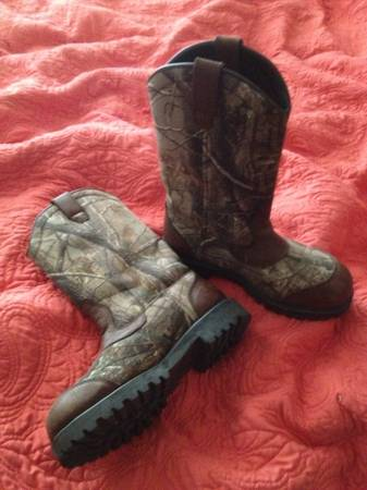 Game Winner mens hunting boots - $25 (Sea World)