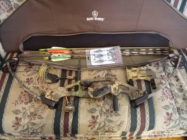 hoyt reflex grizzly compound bow with accessories - $200 (e san antonio)