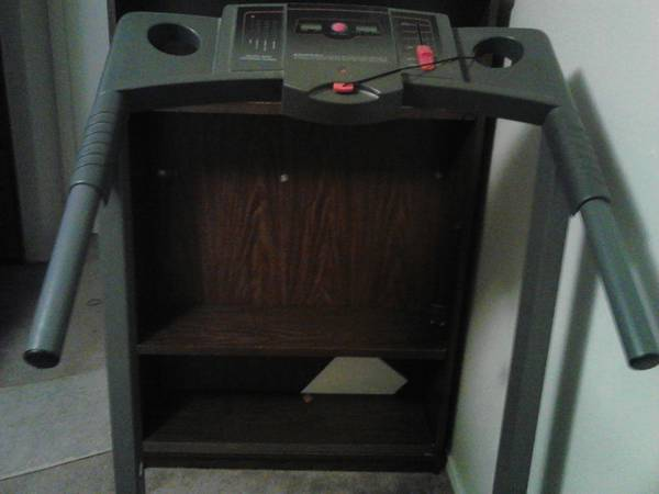 Treadmill weslo cadence ds11 - $150 (medical center)