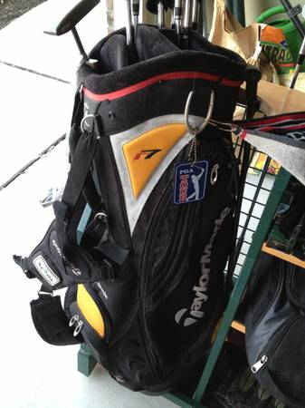Taylormade r7 Stand Golf Bag (Lightly Used) - $50 (Potranco1604)