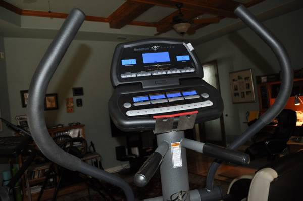 NordicTrack Elite 1300 - $800 (New Braunfels)