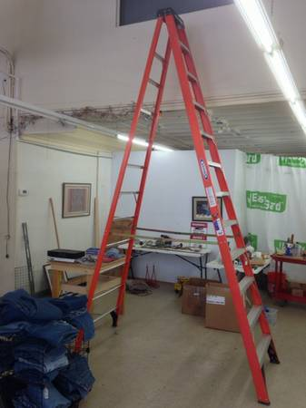 12 Werner fiberglass step ladder (perfect condition) - $150 (San Antonio)
