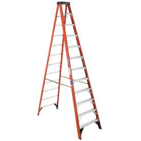 Werner 12-ft Fiberglass 300-lb Type IA Step Ladder - x0024245 (SATX)