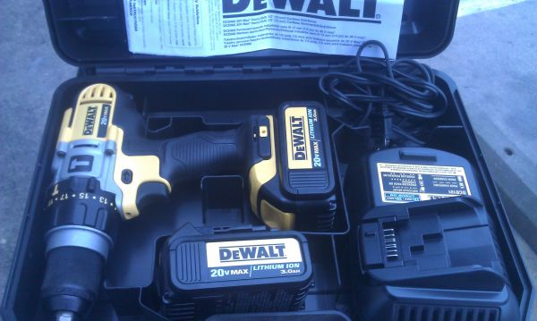 DEWALT CORDLESS DRILL WITH 2 BATTERIES IN HARD CASE (MEET ANYWHERE)