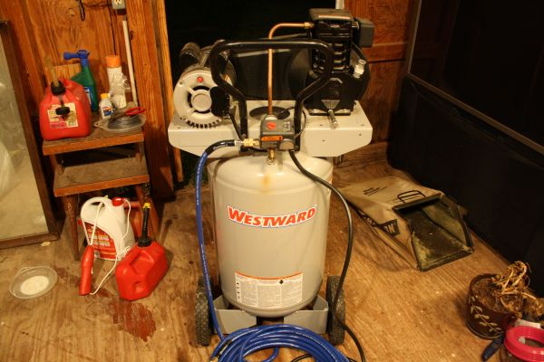 Air Compressor 20 Gal Upright - $285 (151Potranco)