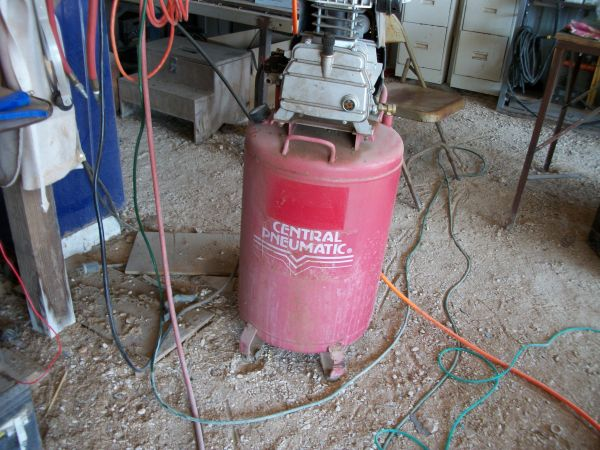 21gal, AirCompressor Upright 3 hp,110V,115 psi Central Pneum - $50 (Marion TX)