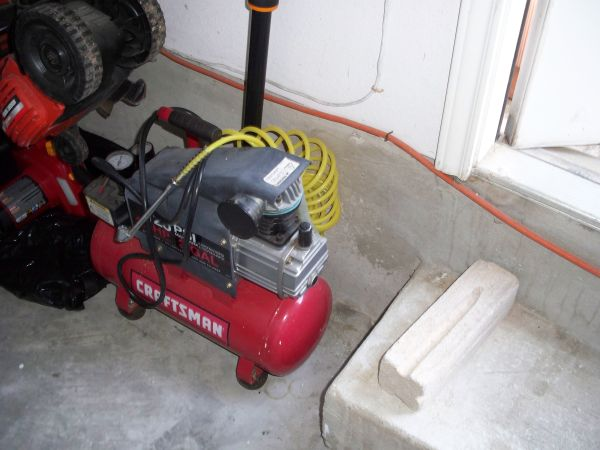 Craftsman Air Compressor - $75 (Huebner RdEvers)