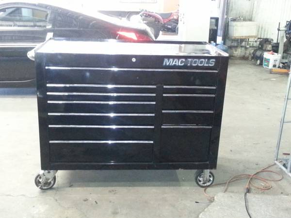 mac tech 1000 tool box in great condition (410 and military)