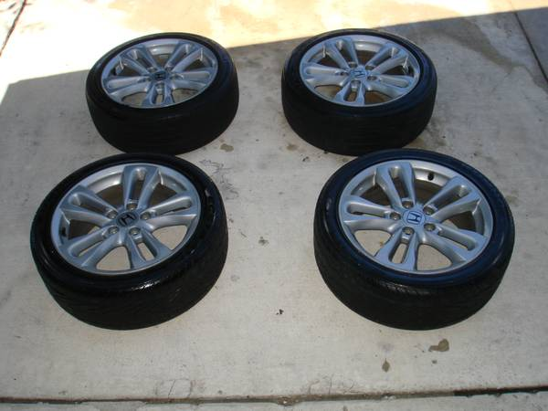 2007 Honda Civic SI Set of 4 Rims and Tires In Excellent Condition - $575 (San Antonio, Texas)