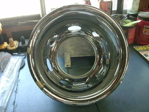 rear chrome wheel cover off of 2001 dodge dually - $20 (cibilo, tx.)