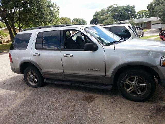 02 FORD EXPLORER PARTS   04 ford expedition parts  parting the both of them out
