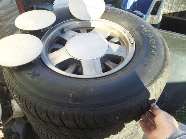 1999 Chevy Tahoe Wheels and tires - $225 (Comfort)