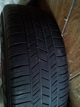 Chrysler 300 rims w tires 21565 R17 - $450 (NE)